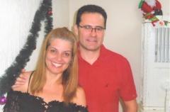 O casal itapetiningano Lídia (Trevisani Ribeiro) - Marcos Eduardo Fiuza, ambos fisioterapeutas, residentes em Capão Bonito, onde possuem uma clínica.