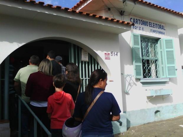 Dos 109.562 eleitores, 88.521 ainda não fizeram o cadastro da biometria no Cartório Eleitoral. O atendimento no cartório é realizado por agendamento no site do TRE (tre-sp.jus.br) ou pessoalmente no cartório.