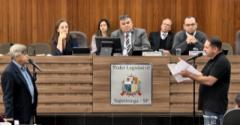 O primeiro a se posicionar foi o vereador Mario Carneiro (Cidadania), ele disse que recebeu o PL por e-mail na manhã de terça-feira, que não teve tempo para estudá-lo .