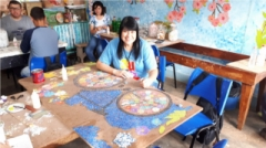 A artesã é reconhecida internacionalmente. Participou de palestras e cursos em vários estados do Brasil e fora também, como um seminário no Peru.