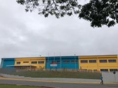 A unidade escolar tem disponibilidade para atender 380 para crianças dos Berçários I e II, além do Maternal I, entre 3 a 5 anos. São 13 salas com estrutura moderna.
