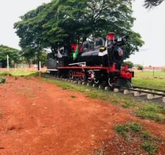 A linha férrea de Itapetininga foi inaugurada em 1895 e por conta de sua ligação com o sul do país, sempre teve presença significativa na história da construção do Brasil,