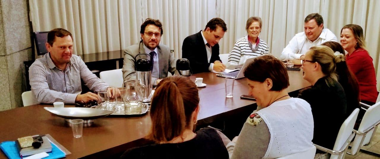 Encontro com os servidores e reunião com prefeito