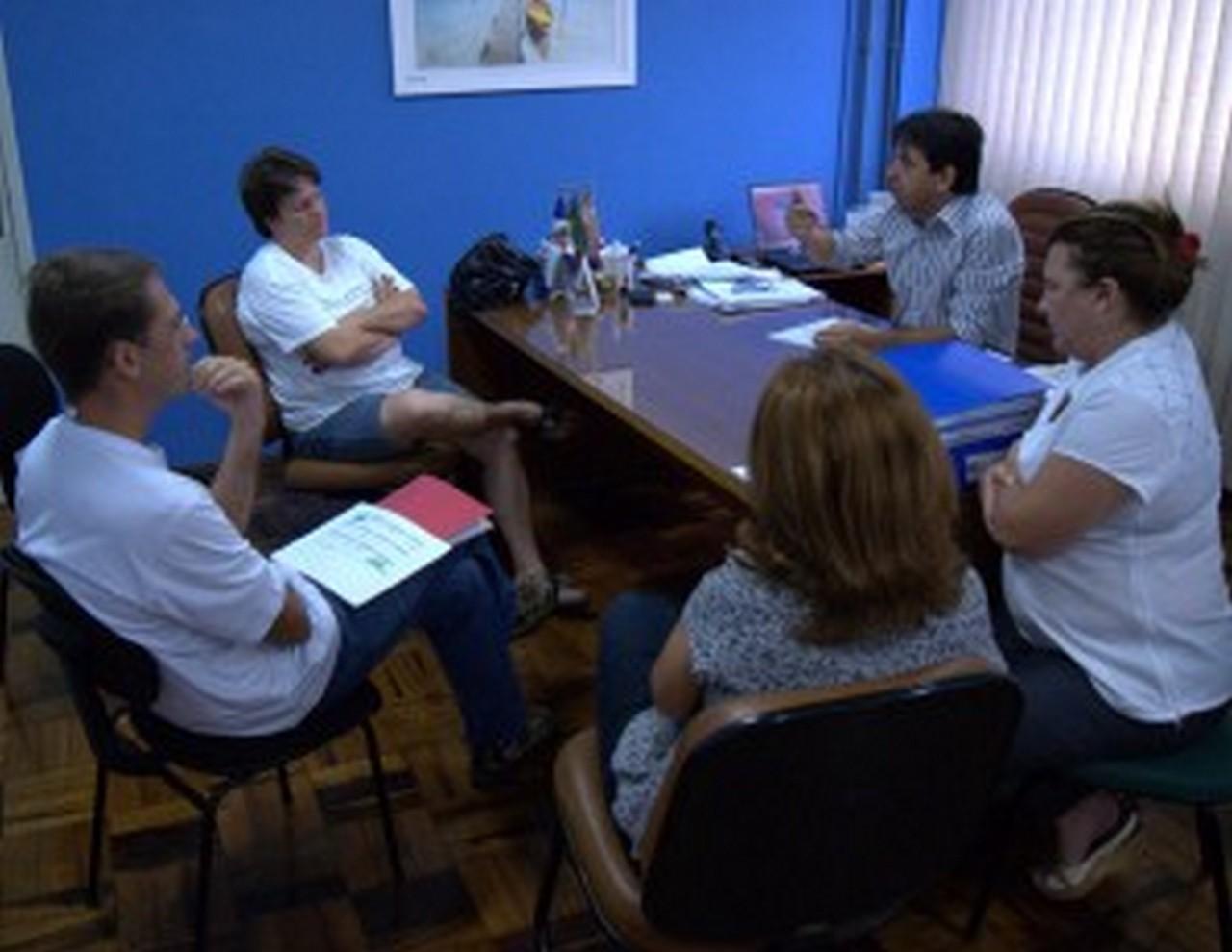 Secretário de Educação recebe dirigentes do Sinsej