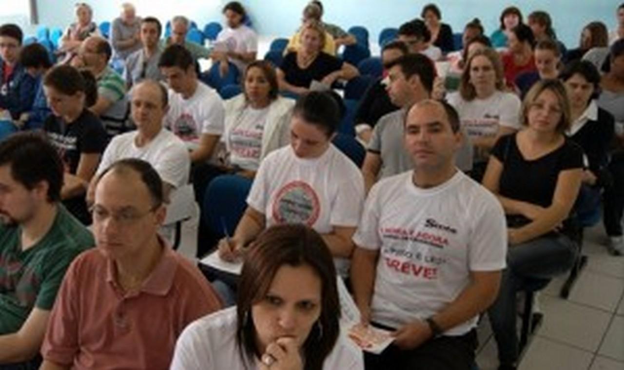 Trabalhadores em Educação de Joinville aderiram à greve. Foto: Francine Hellmann