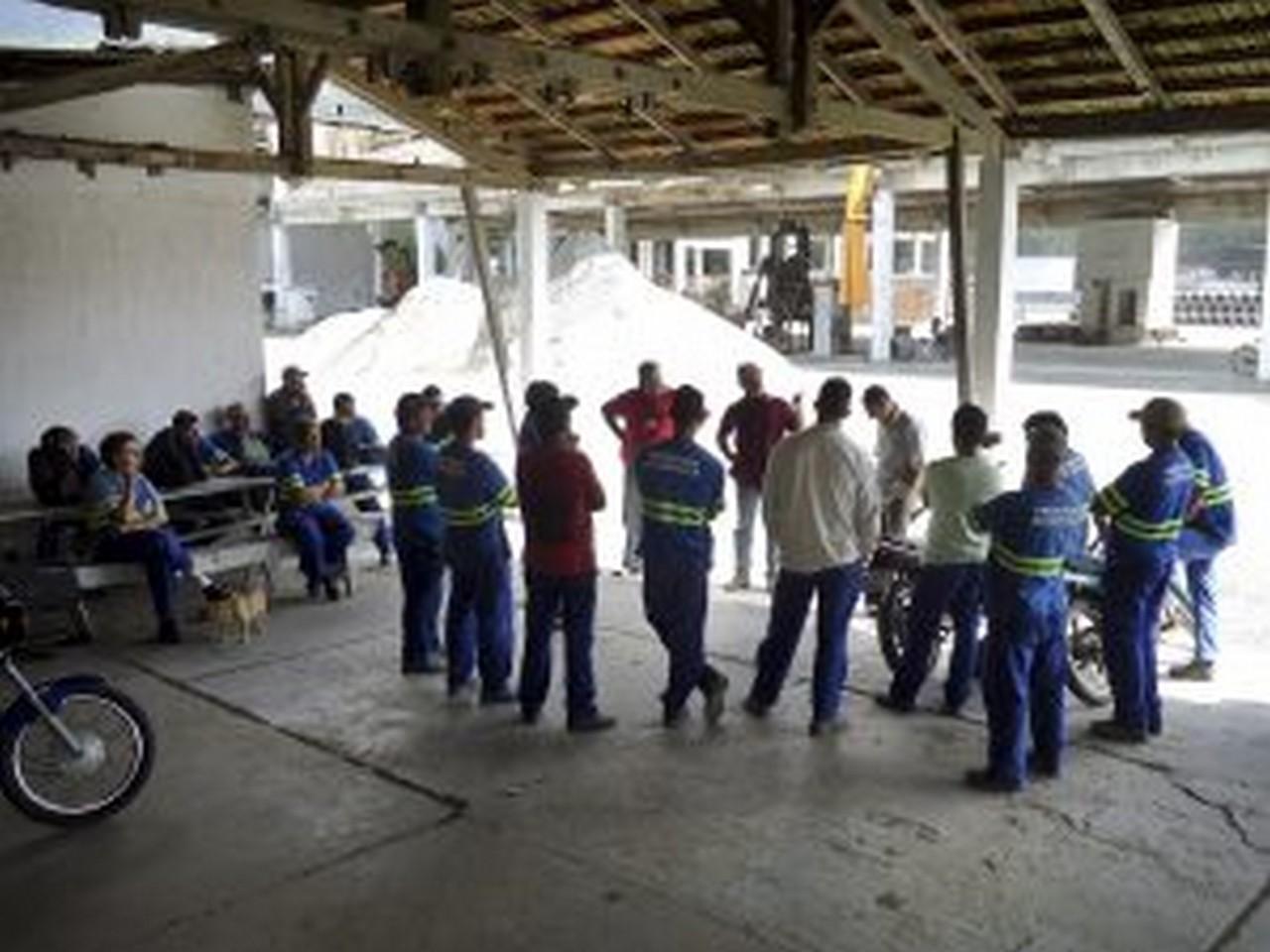 Trabalhadores prometem nova paralisação caso não seja feito o pagamento. Foto: Johannes Halter