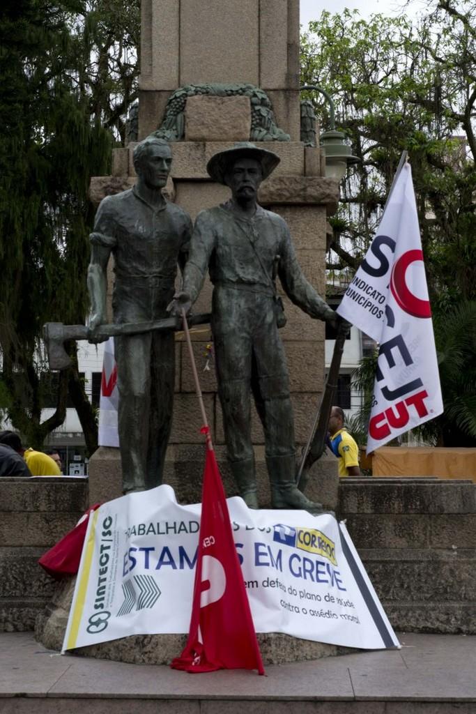 Grevistas dos Correios receberam a solidariedade dos servidores municipais   Foto: Johannes Halter