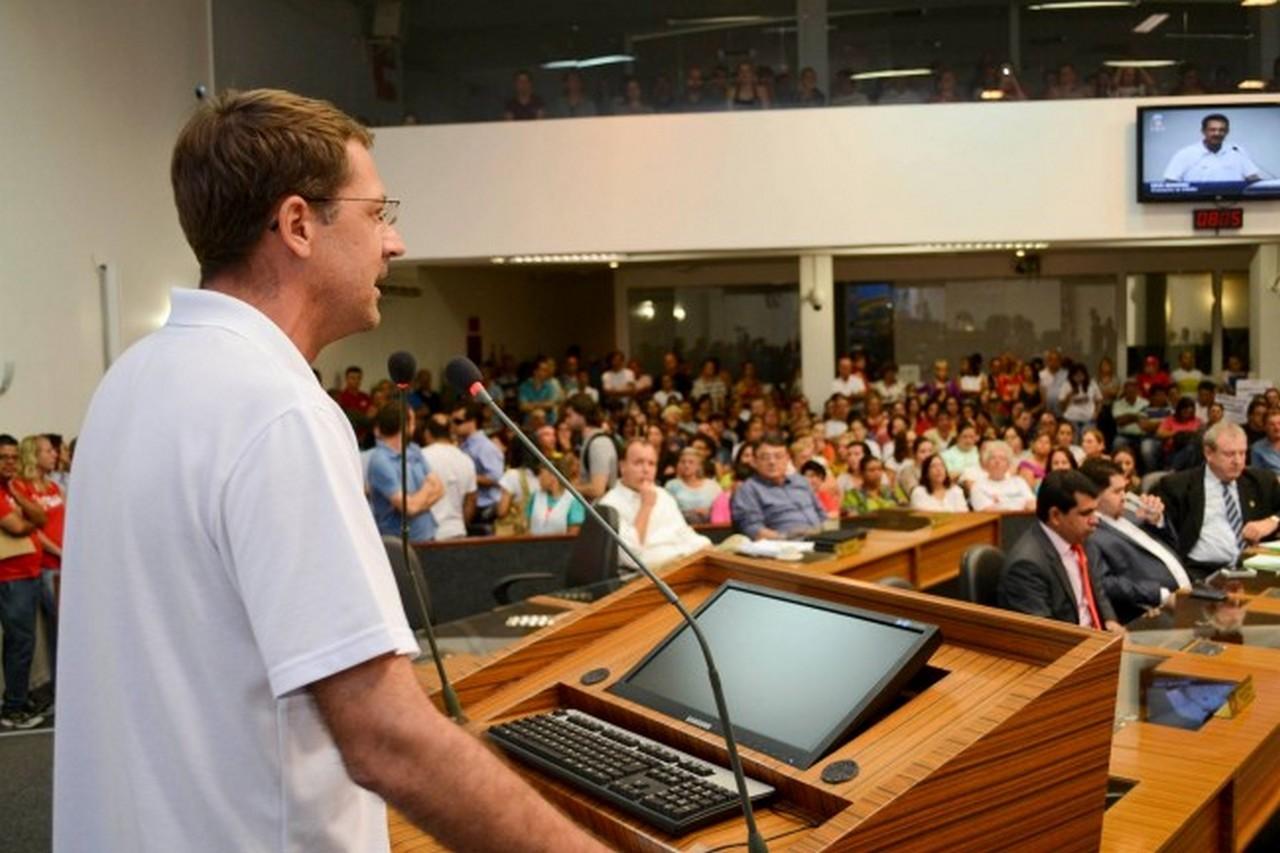 No fim da tarde os servidores fora à CVJ pedir aos parlamentares que não votem o projeto I Foto: Francine Hellmann