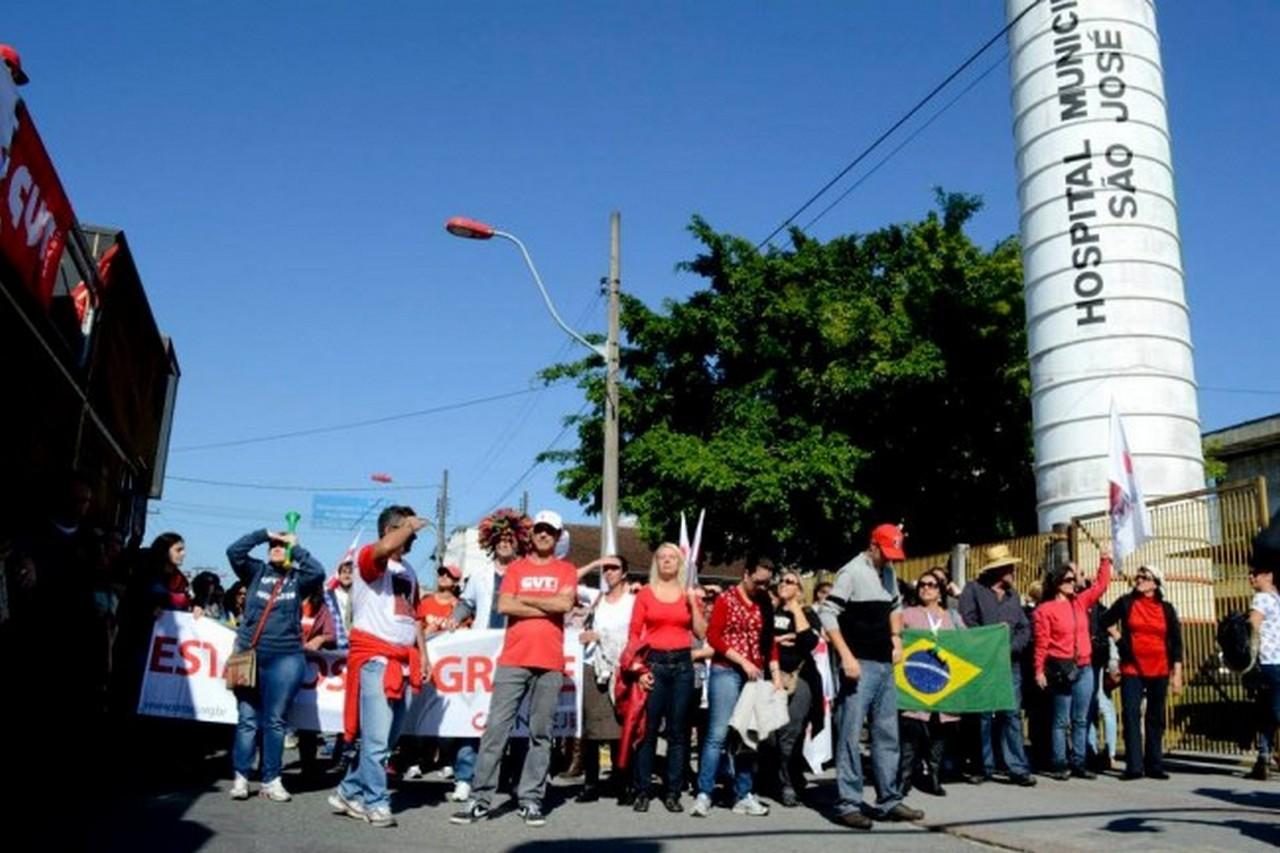 Continuamos em greve, unidos, organizados e em luta I Foto: Johannes Halter