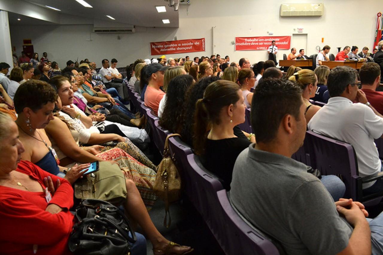 Servidores voltaram a acompanhar a sessão I Foto: Kályta Morgana de Lima