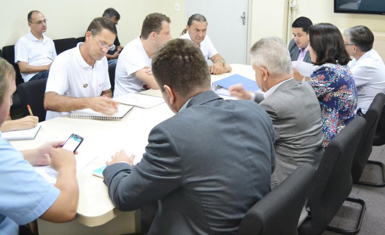 Pauta de reivindicações não foi discutida, pois prefeito se retirou da sala de reuniões para receber um grupo de comerciantes I Foto: Aline Seitenfus