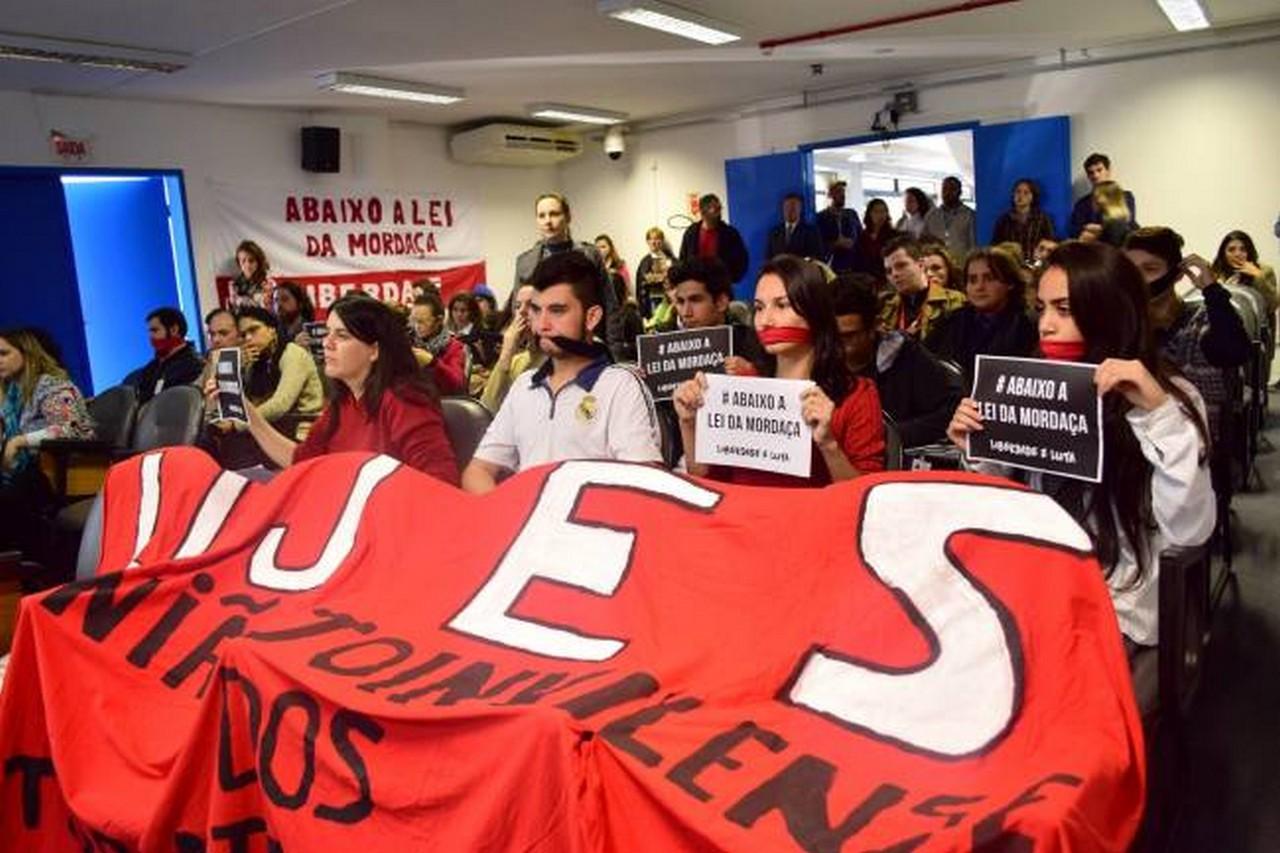 Movimentos sociais contra a lei lotaram a reunião da Comissão de Educação duas vezes I Foto: Aline Seitenfus