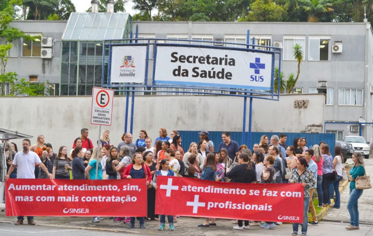 Paralisação aconteceu em frente à Secretaria da Saúde I Foto: Aline Seitenfus