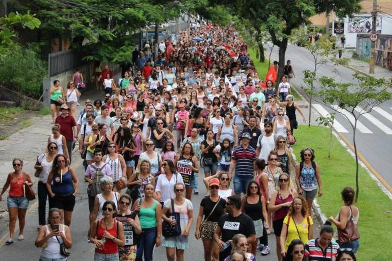 Trabalhadores lutam por seus direitos e pela defesa do serviço público I Foto: Sintrasem