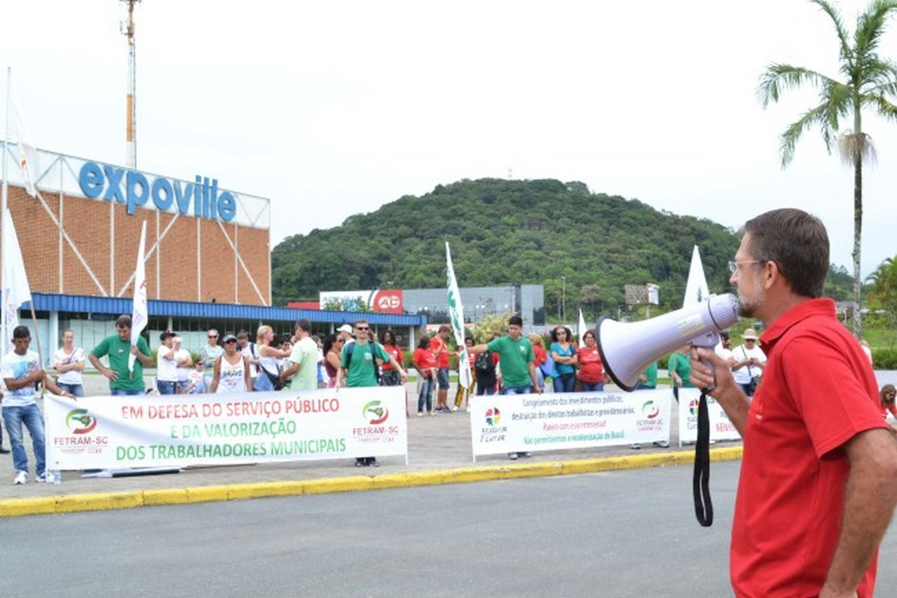Ato reuniu servidores de diversas cidades de Santa Catarina I Foto: Aline Seitenfus