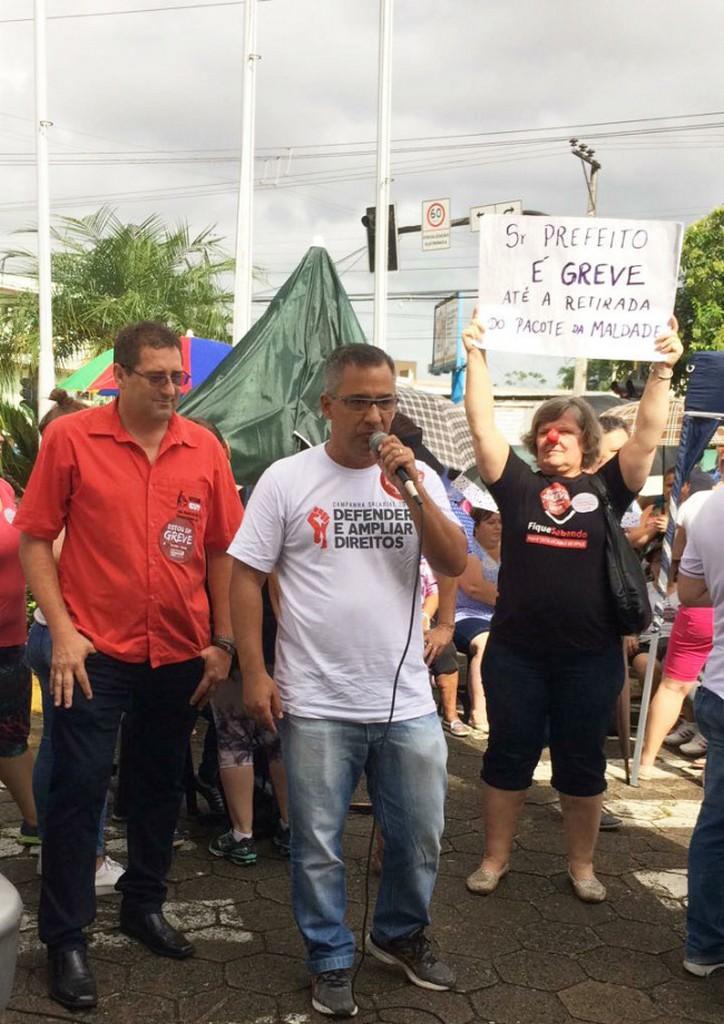 Diretores do Sinsej estiveram presentes prestando apoio aos servidores de Jaraguá do Sul I Foto: Mara Lúcia Tavares