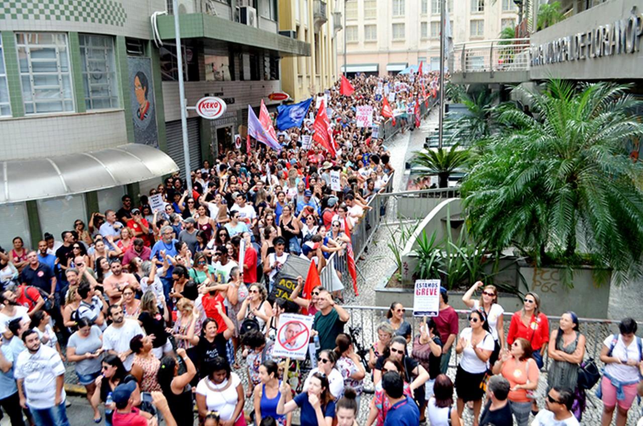 Categoria permanece em greve   Foto: Sintrasem