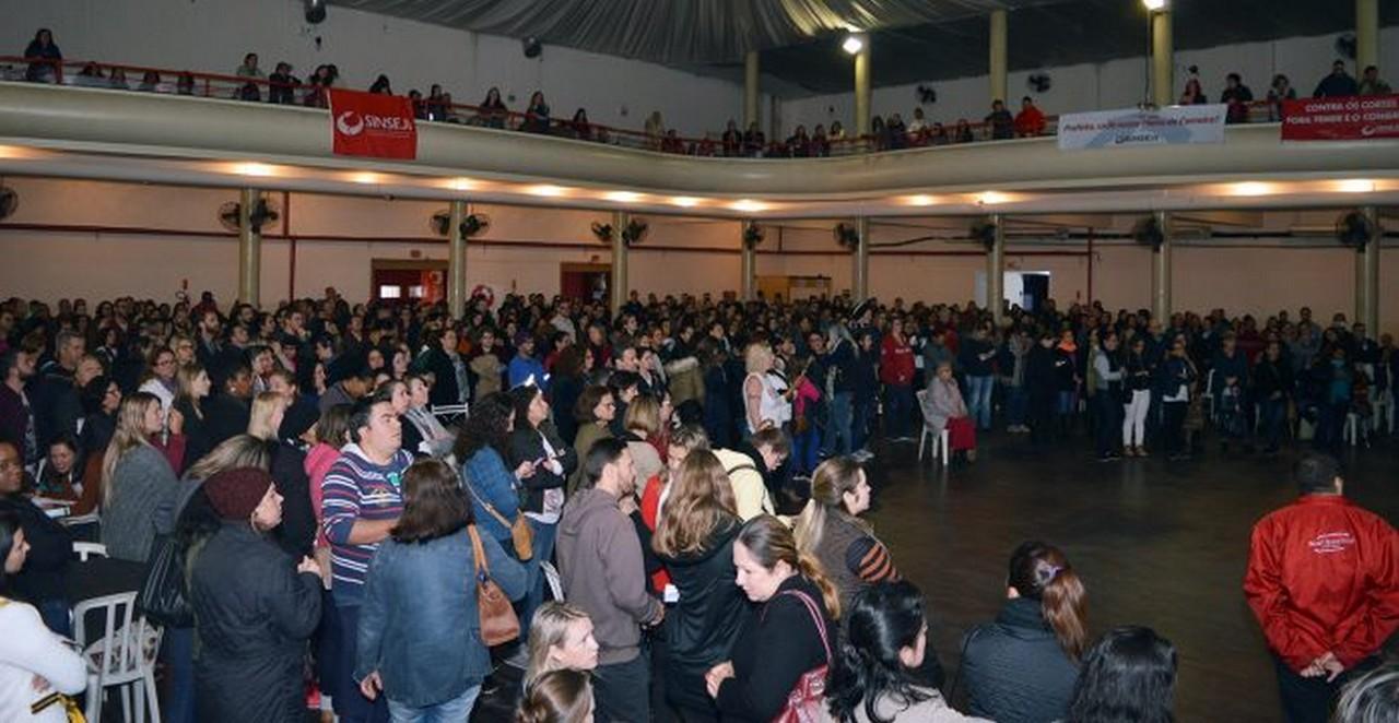 Decisão foi tomada em assembleia que lotou o Clube Ginástico hoje | Foto: Francine Hellmann