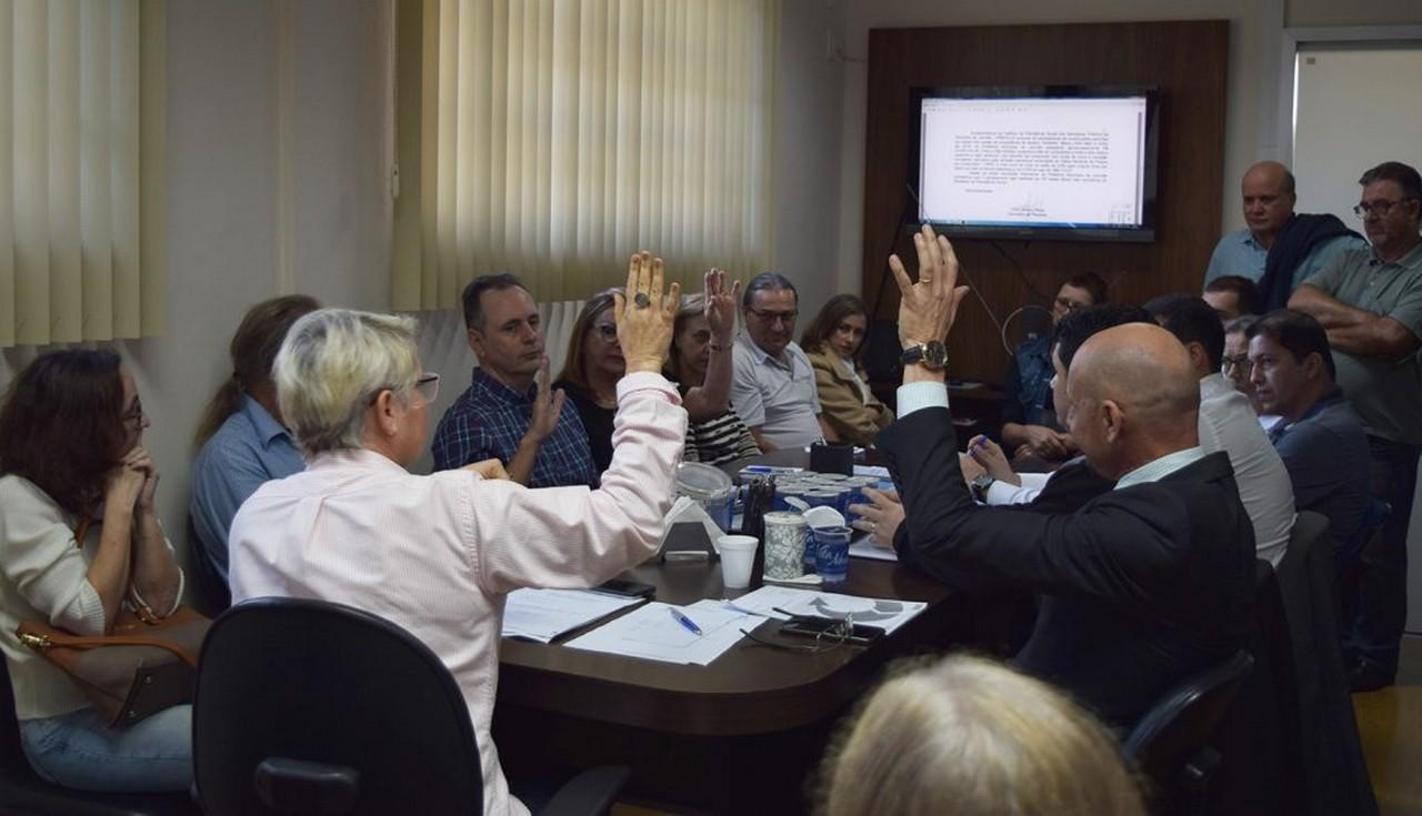 Apesar do protesto dos servidores, os conselheiros indicados pelo governo foram favoráveis ao décimo parcelamento patronal no Ipreville   Foto: Francine Hellmann