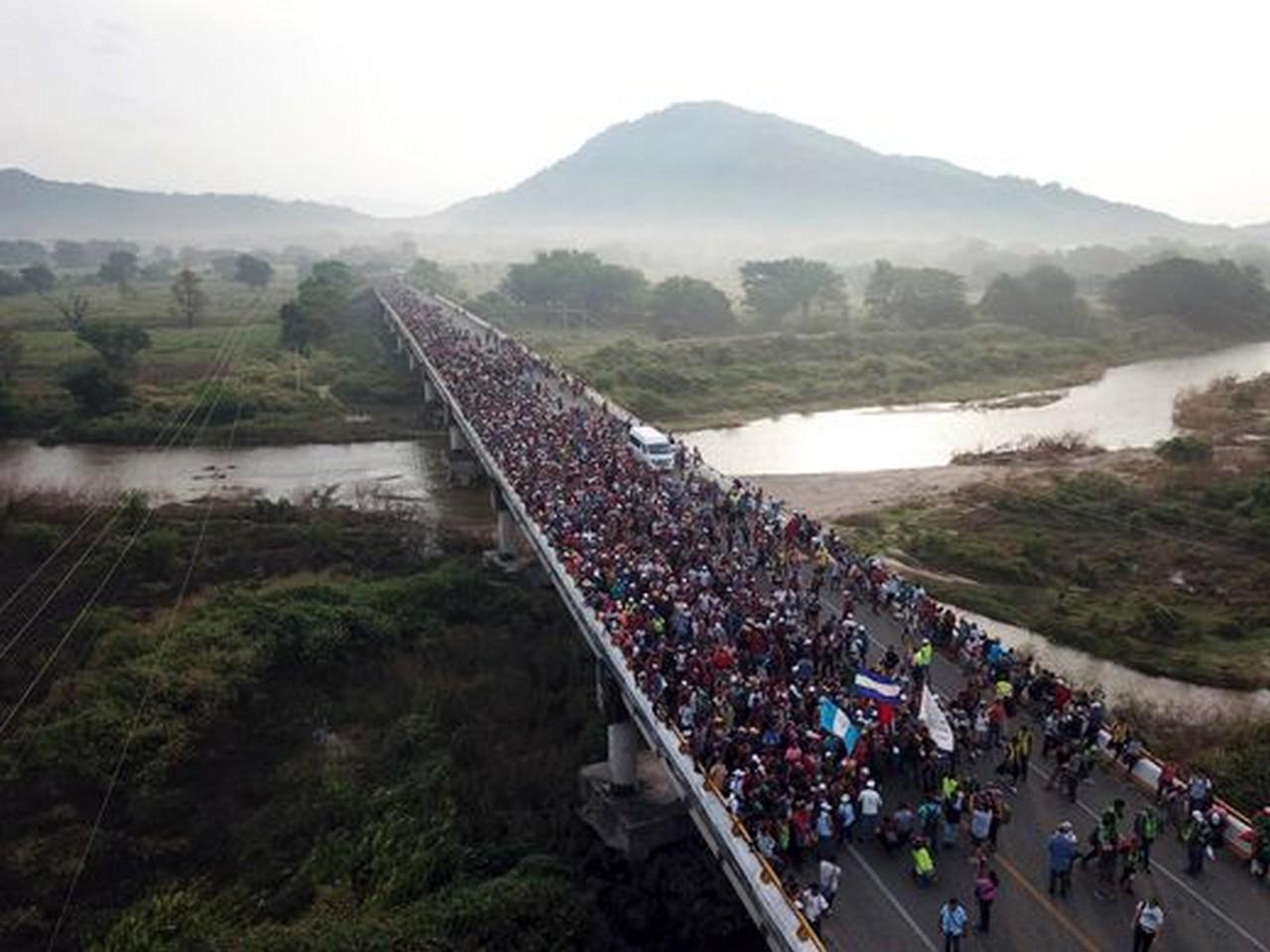 Uma caravana dessa dimensão é um fenômeno recente, agravado pela situação econômica | Fotos: Rodrigo ABD, AP