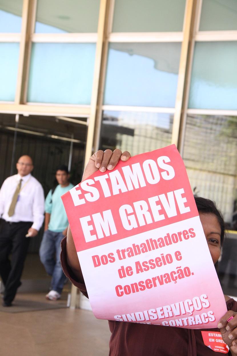 Terceirizados nos hospitais públicos estão em greve e demais trabalhadores terceirizados no GDF prometem paralisar