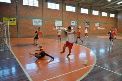 """Equipe de """"Móveis Jae""""  vence Torneio de Futsal"""