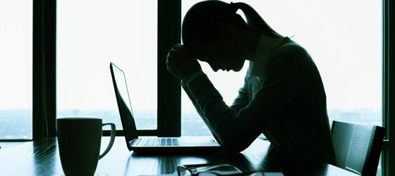 Empresas são condenadas após funcionária desenvolver depressão