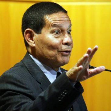 Vice de Bolsonaro diz ser contra pagamento de 13º salário e férias.