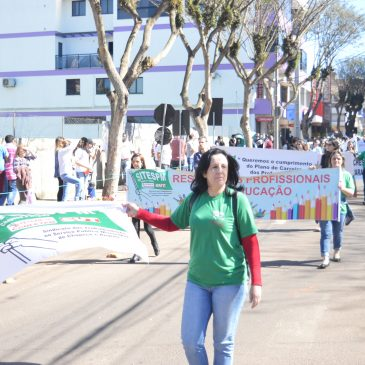Servidores Municipais da base organizada do SITESPM-CHR marcam presença nos desfiles de 7 de setembro