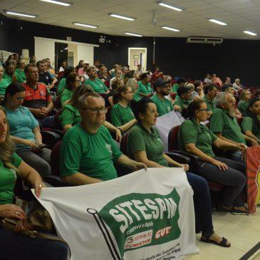 Mesmo com protesto dos servidores de Maravilha, vereadores aprovam dois projetos devastadores aos direitos dos trabalhadores/as