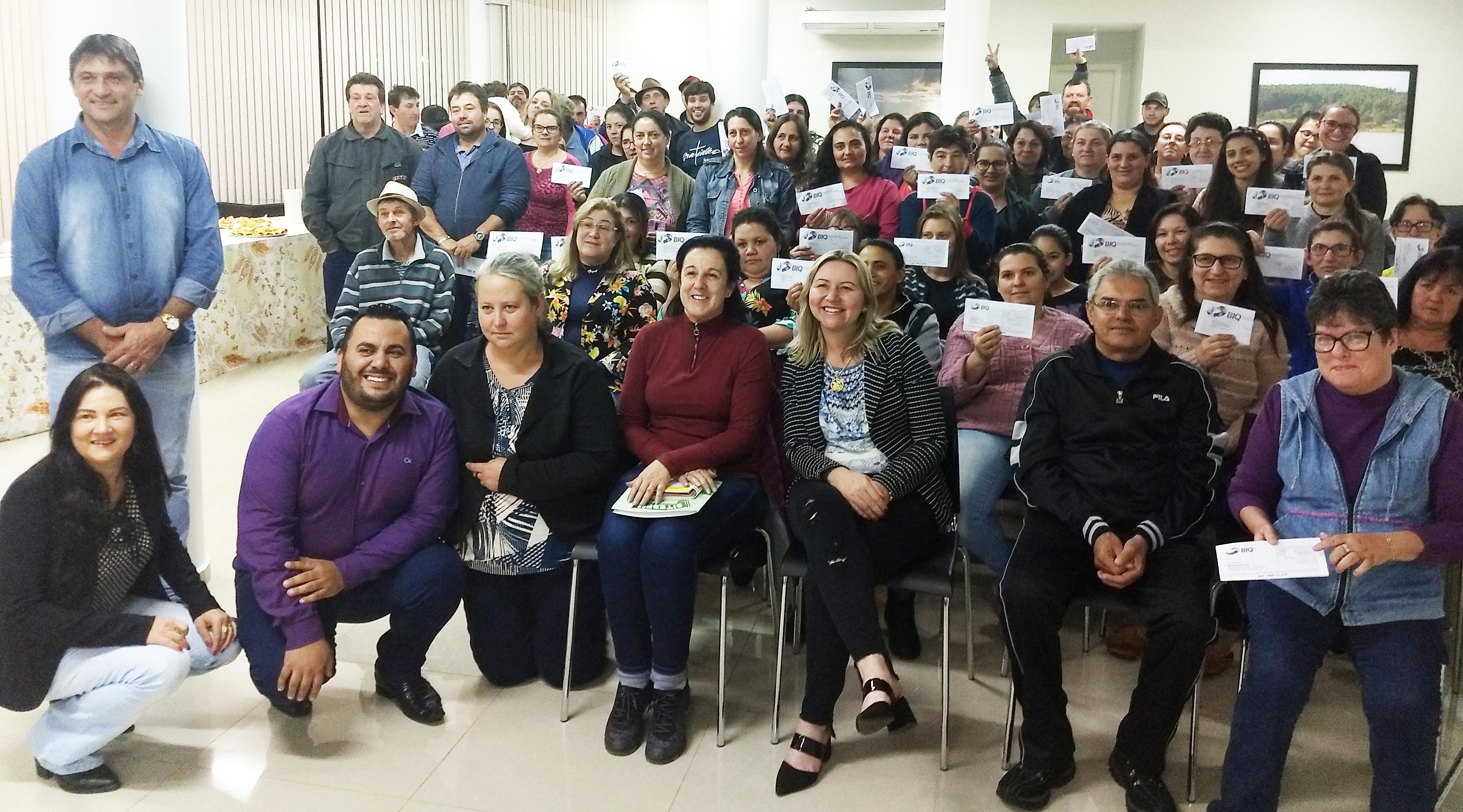 Servidores de São Domingos recebem vale alimentação de R$ 100,00