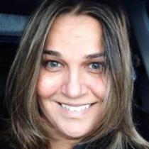 Angela Naves