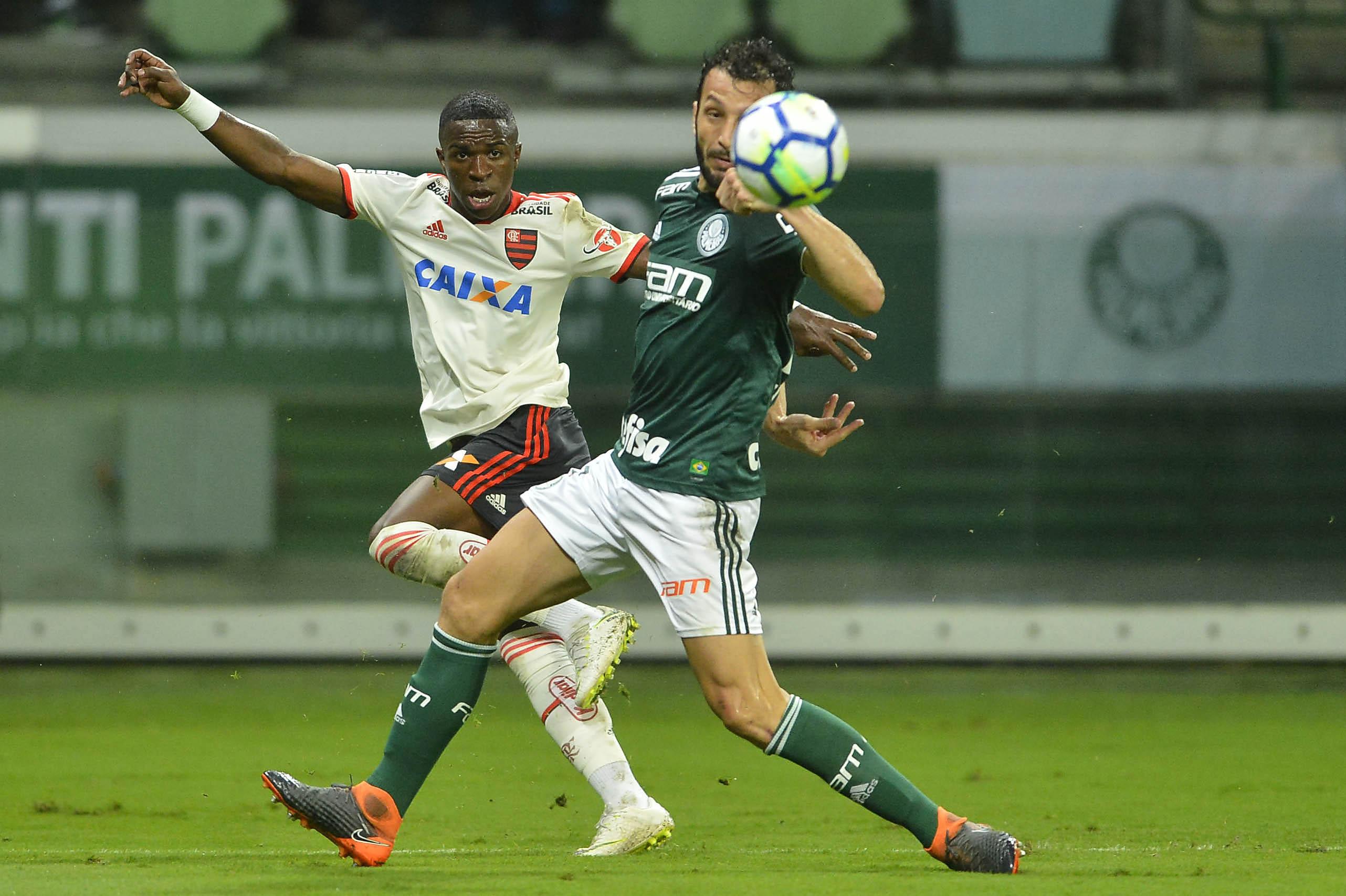 Palmeiras e Flamengo empataram em um a um em jogo quente