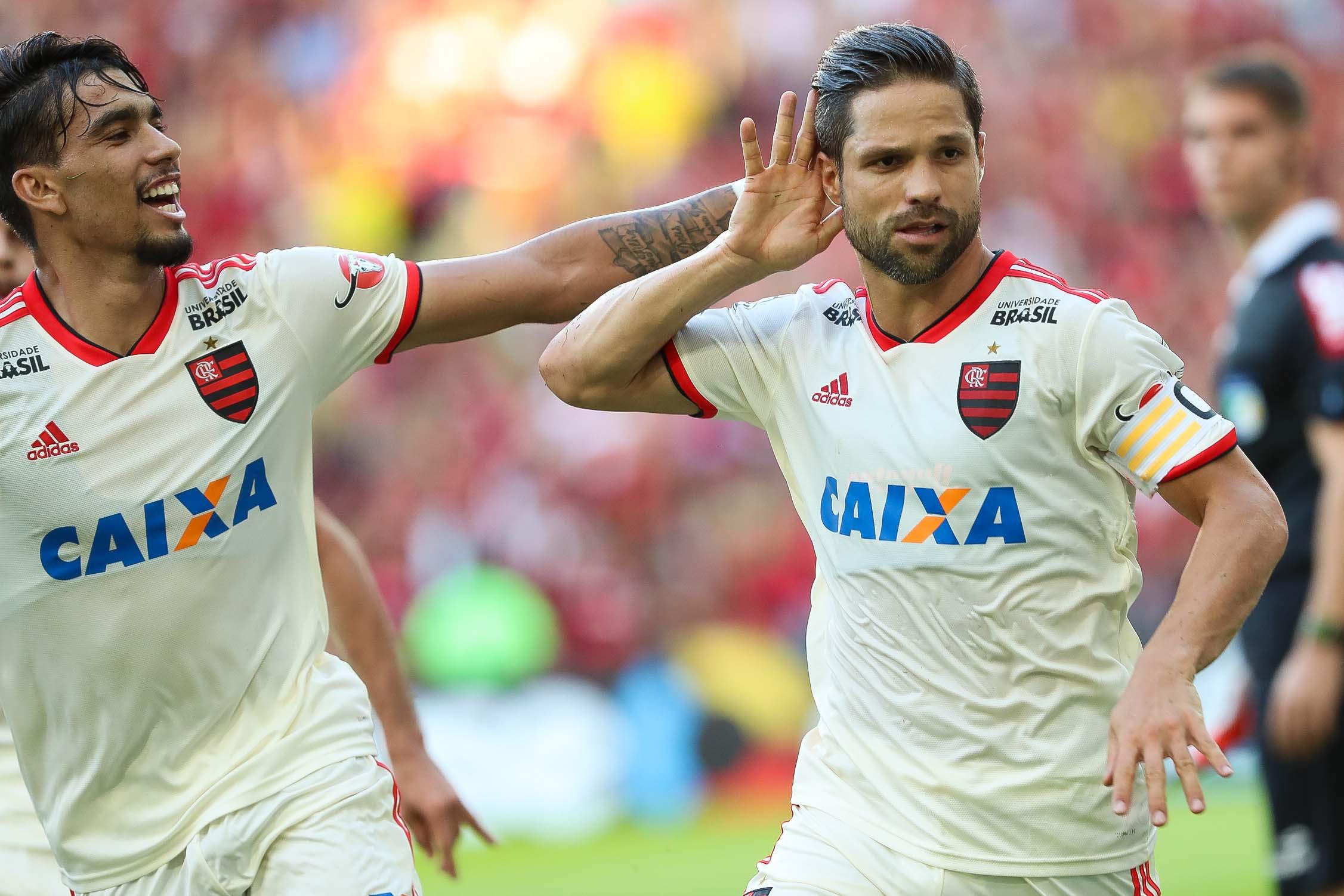 Diego fez o primeiro da vitória do Mengão no Maracanã
