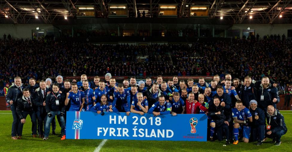 Jogadores islandeses comemoram classificação pela primeira vez para a Copa