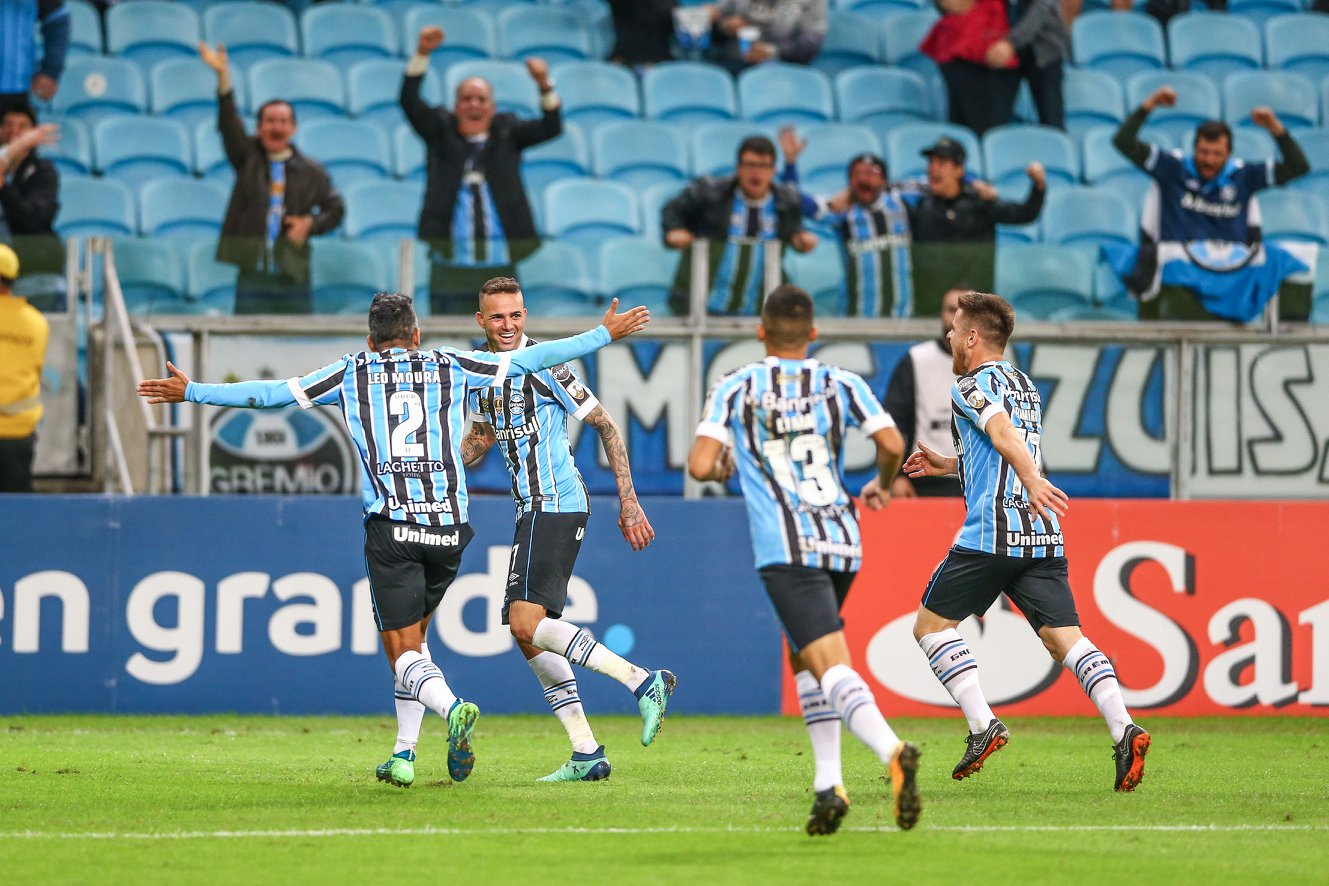 Luan marcou o gol que garantiu o Grêmio na liderança do grupo