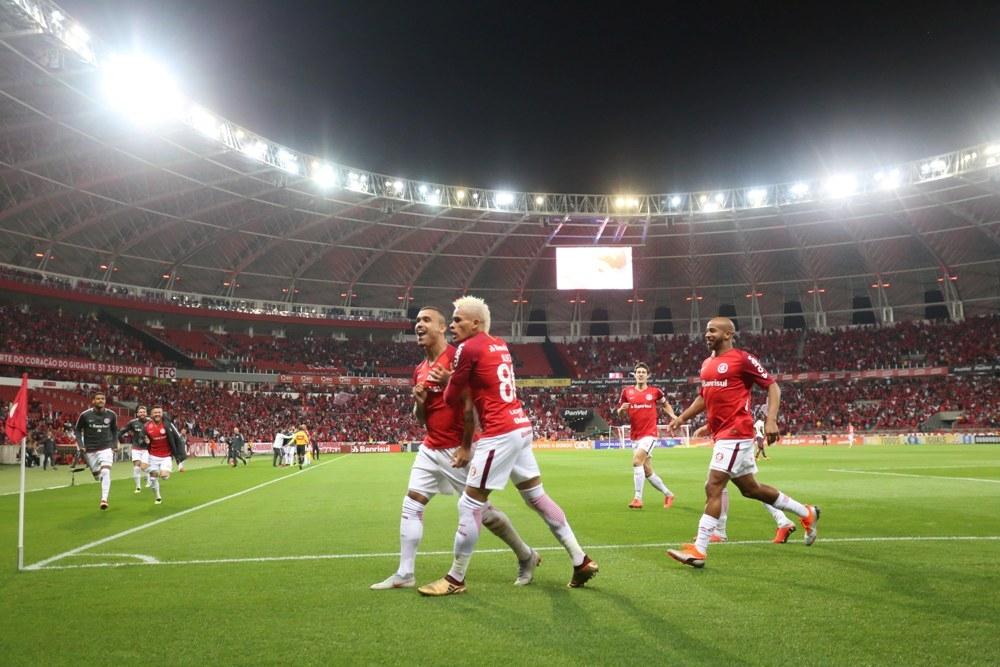Internacional venceu o Flamengo e assumiu a liderança do Brasileirão