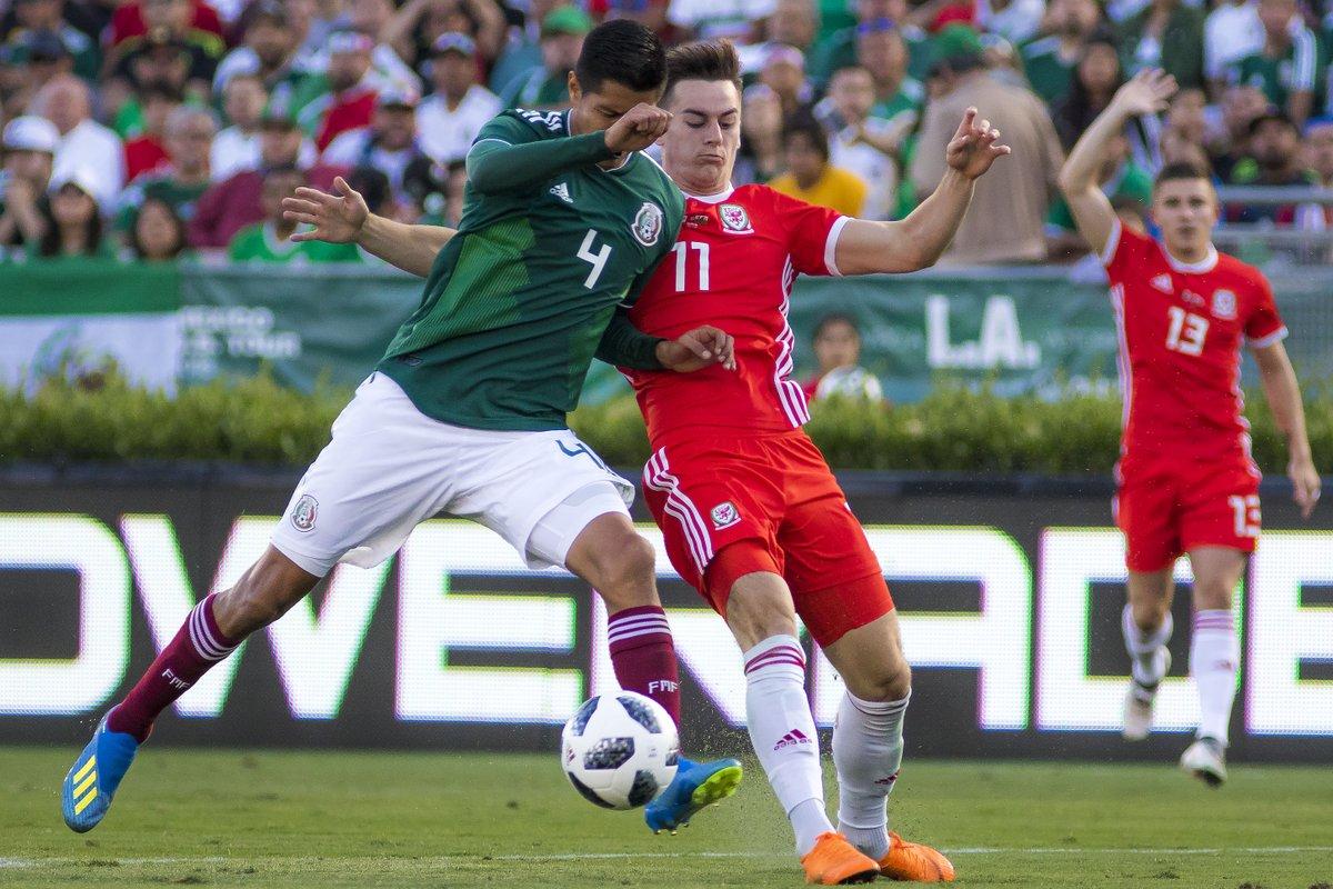 Seleção mexicana em amistoso contra o País de Gales