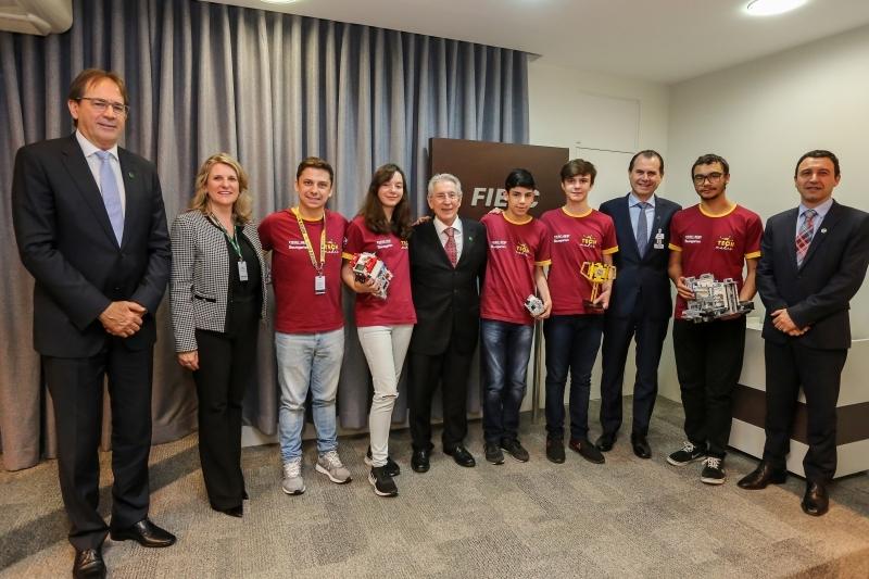 A Federação das Indústrias de Santa Catarina (FIESC) reconheceu os estudantes da equipe que venceram o Desafio Robótica no torneio nacional - Foto: reprodução/Fiesc