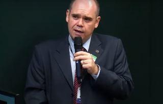 Legenda: Superintendente de Regulação Econômica e Estudos do Mercado da Aneel, Júlio César Rezende Ferraz, fala sobre portabilidade da conta de luz na Câmara dos Deputados. Foto: Reprodução/TV Câmara