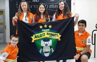 """Alunos da equipe """"Agrorobots"""" / Arquivo pessoal"""