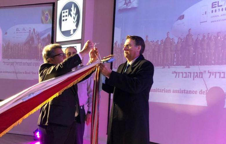 Bolsonaro condecora militares israelenses que estiveram em Brumadinho