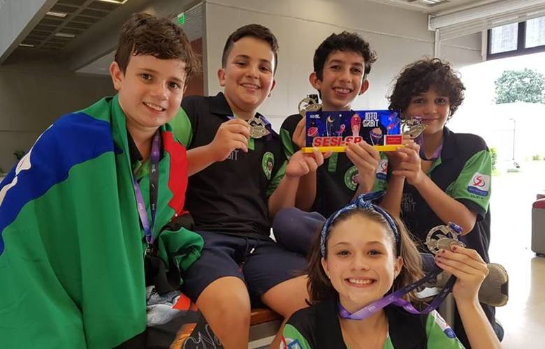 A equipe Insabots, de Araras (SP), vai disputar o troféu com o uso das famosas peças de Lego, que se encaixam / Foto: arquivo pessoal