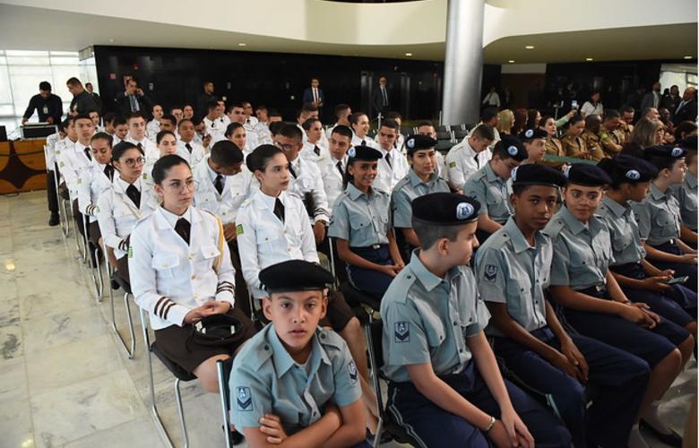 Escolas têm até 27 de setembro para mostrarem interesse em gestão cívico-militar, Guarulhos Gng