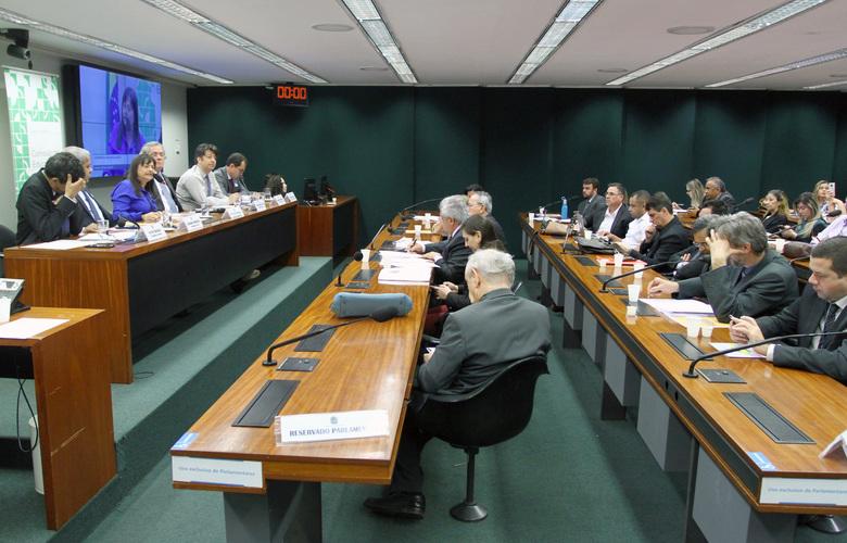 """Aprovada em comissão na Câmara, proposta exige que governo federal """"preste contas"""" aos brasileiros sobre arrecadação de impostos"""