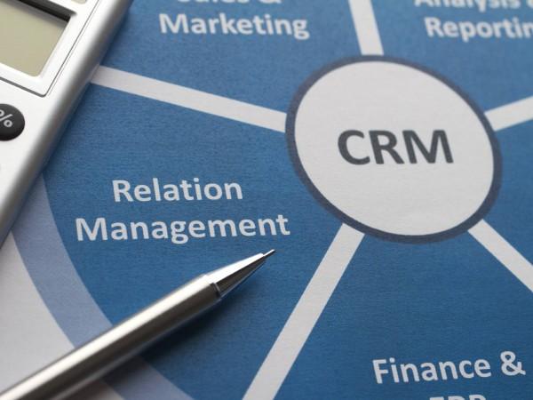 Utilize o CRM para criar um banco de dados com informações de seus clientes.