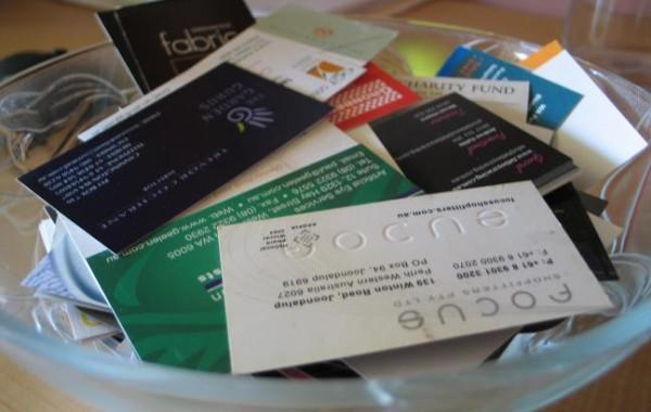 Juntar milhares de cartões pode não ser o jeito certo de fazer networking.