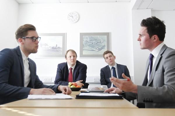 Você sabe como se comportar em uma reunião de vendas?