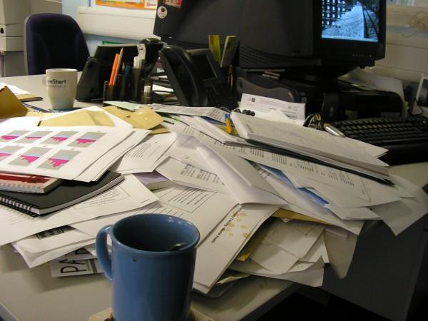 Mantenha sua mesa organizada. Isso irá influenciar sua produtividade.