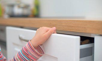 Saiba como prevenir acidentes com crianças em casas e apartamentos